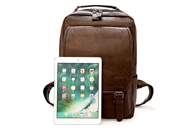 男士牛皮雙肩包與iPad實物對比
