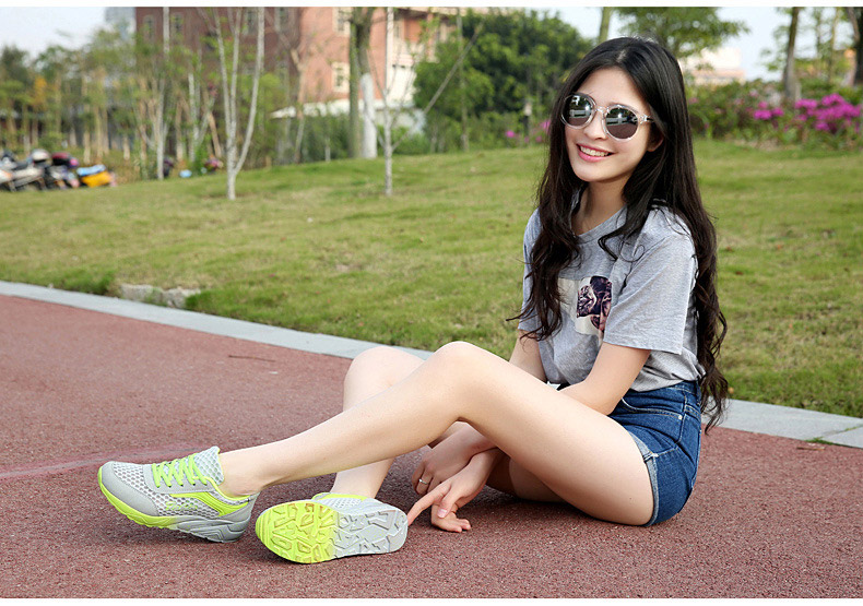 綠色氣墊鞋女模特街拍