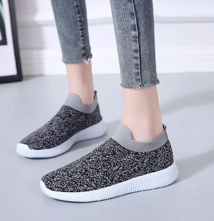 簡約時尚飛織運動鞋模特展示灰色