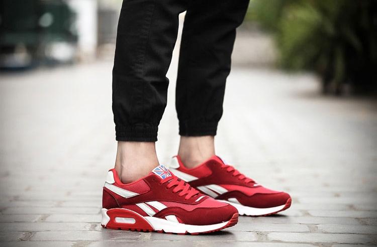 紅色氣墊鞋男模特展示