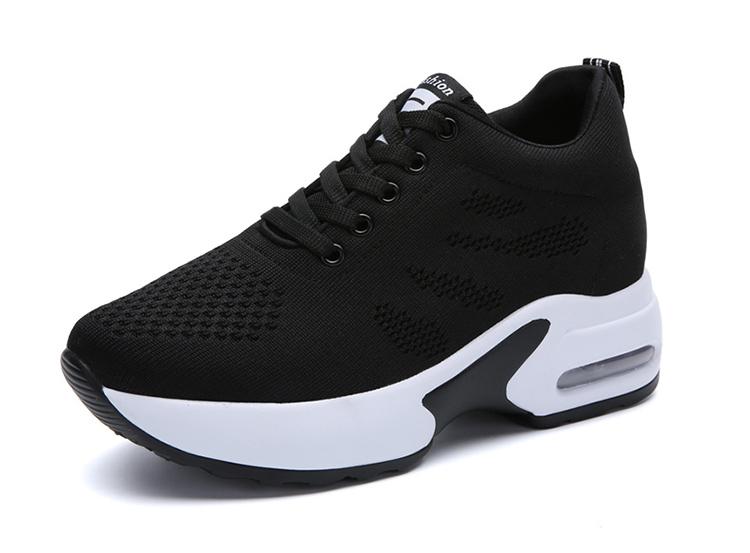 黑色氣墊運動鞋