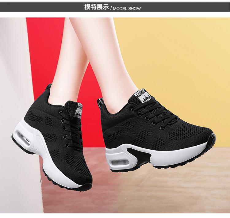 黑色氣墊運動鞋女模特展示