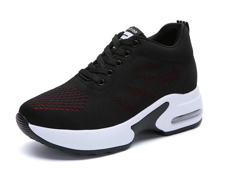 黑紅色氣墊運動鞋