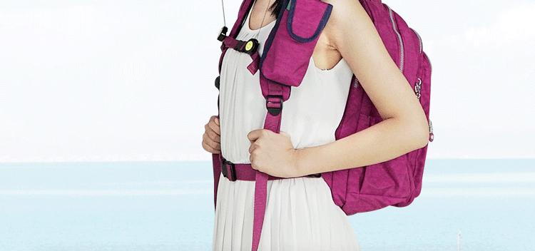 大容量運動休閒尼龍雙肩包模特展示